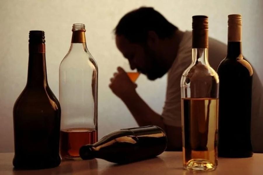 الکل و اختلال شخصیت خودشیفته