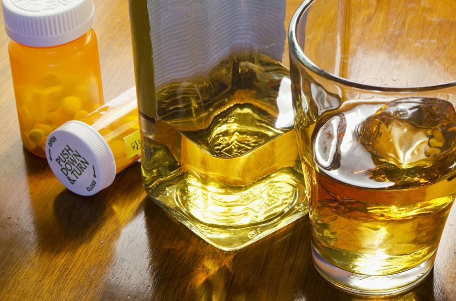 عوارض مصرف هم زمان متادون و الکل